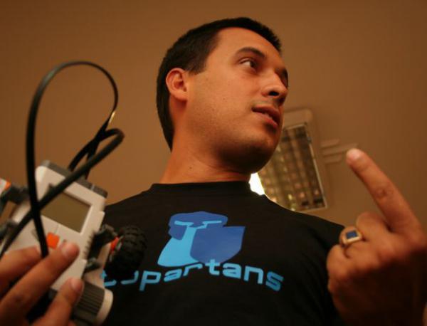 [Actualno.com] Запознайте се с първото българско Училище по роботика Robopartans