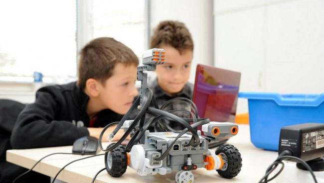 [Novinite.bg] Как роботите помагат за обучението в техническите науки